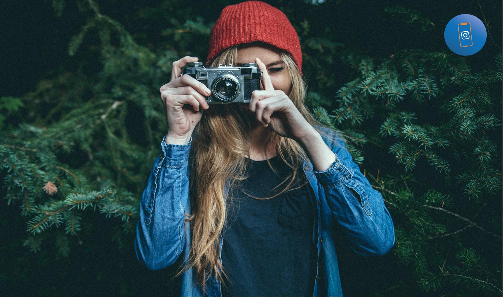 ragazze che scatta una foto