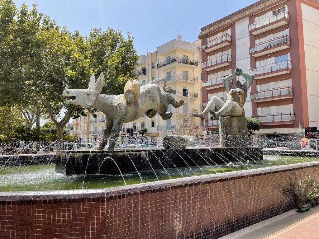 fontana del vino Marsala - asino e baccante
